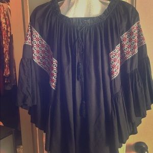 Tops - Gorgeous BNWOT black embroidered boho top